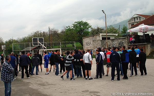 Penalty kicks: Many fans at the field